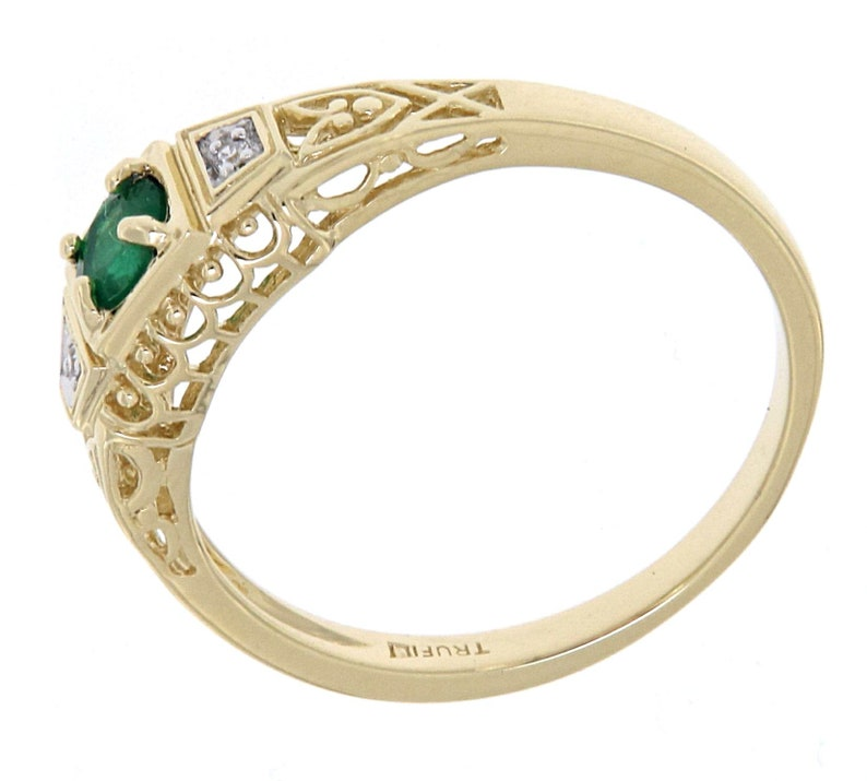 Natural Emerald Art Deco Style 14kt Yellow Gold Filigree Ring w 2 Diamonds