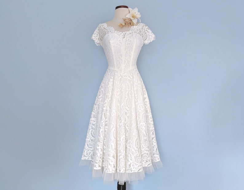 be8665334e0 Vintage 50s Tea Length Lace Wedding Gown 1950s Ivory Lace