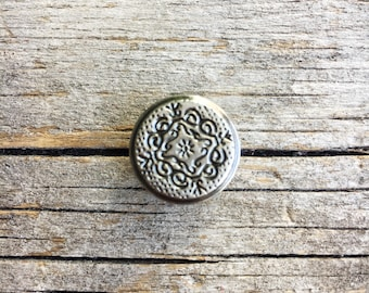 """7 Metal Shank Buttons 5/8"""" SET OF Medallion Design Silver Pewter-Look Vintage Sewing Craft Supplies Knitting Sweater Button WormeWoole 56"""