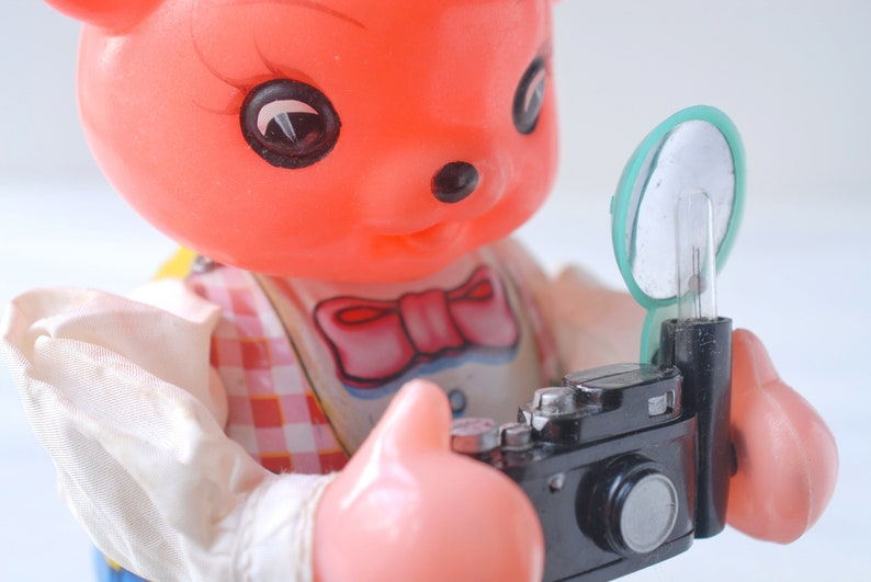 battery operated Vintage Photographer Bear tin litho wind-up mechanical toy styrene plastic flash camera made in China photography