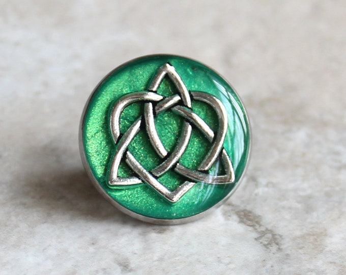 green celtic knot tie tack, lapel pin, triquetra tie tack, celtic jewelry, mens jewelry, wedding party, groomsmen gift, groom gift