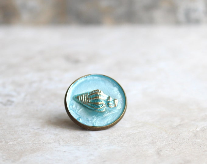 ice blue conch shell lapel pin, shell tie tack, ocean jewelry, mens jewelry, wedding party, groomsman gift, unique gift, beach theme