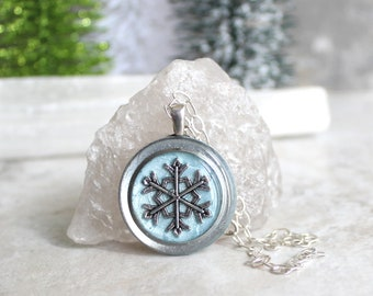 ice blue snowflake necklace, snowflake jewelry, winter jewelry, Christmas jewelry, nature necklace, holiday party, snowflake pendant