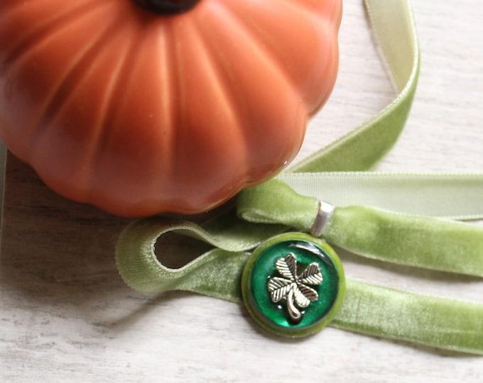 four leaf clover necklace, velvet choker with pendant