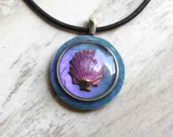 Seashell necklace, scallop shell
