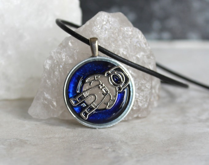 royal blue astronaut necklace, outer space jewelry, spaceman necklace, galaxy jewelry, mens necklace, unique gift, area 51