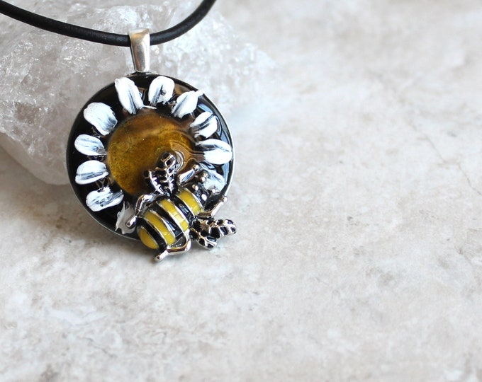 bee on daisy necklace, honeybee jewelry, bumblebee pendant, nature necklace, unique gift, bee necklace, daisy necklace, boho style