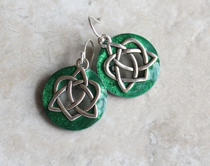 emerald green Celtic sister knot earrings, Celtic jewelry, sister gift, friendship jewelry, unique gift, druid jewelry, wiccan earrings