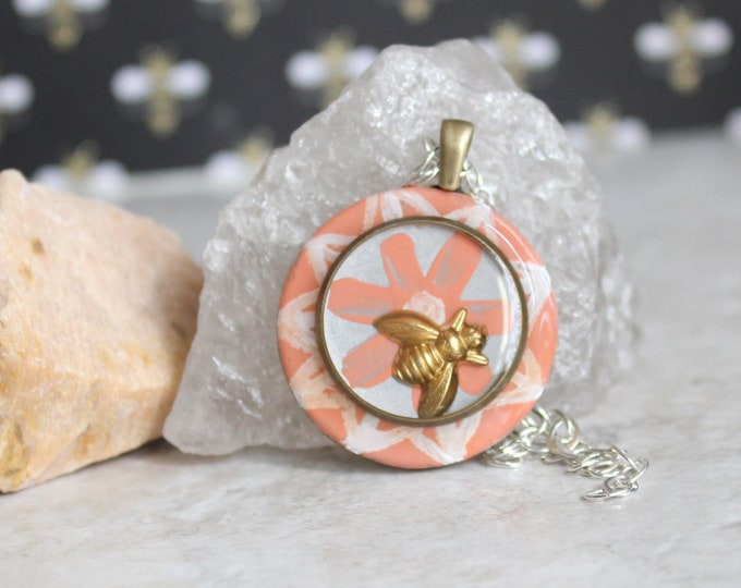 coral bee on daisy necklace, honeybee jewelry, bumblebee pendant, bee jewelry, nature necklace, unique gift, hippie jewelry, boho necklace