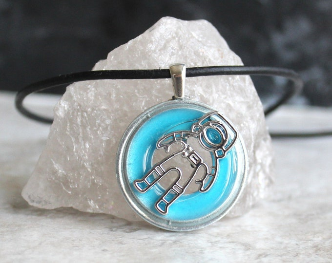 astronaut necklace, glow in the dark, spaceman necklace, outer space pendant, galaxy jewelry, mens necklace, unique gift