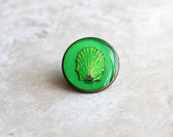 green scallop shell lapel pin, shell tie tack, ocean jewelry, mens jewelry, wedding party, groomsman gift, unique gift, beach theme