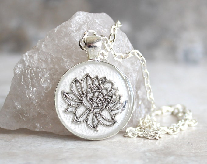 white lotus flower necklace, water lily, nature necklace, floral jewelry, unique gift, woman gift, spiritual jewelry, gift for her
