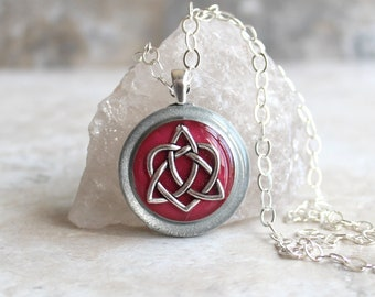 wine Celtic sister knot necklace, best friend jewelry, trinity knot pendant, unique gift, celtic heart, celtic jewelry