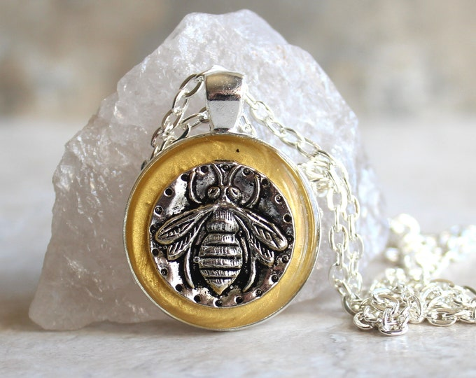 yellow gold bee necklace, honeybee jewelry, bumblebee pendant, nature necklace, unique gift, insect jewelry, gift for her, gift for him