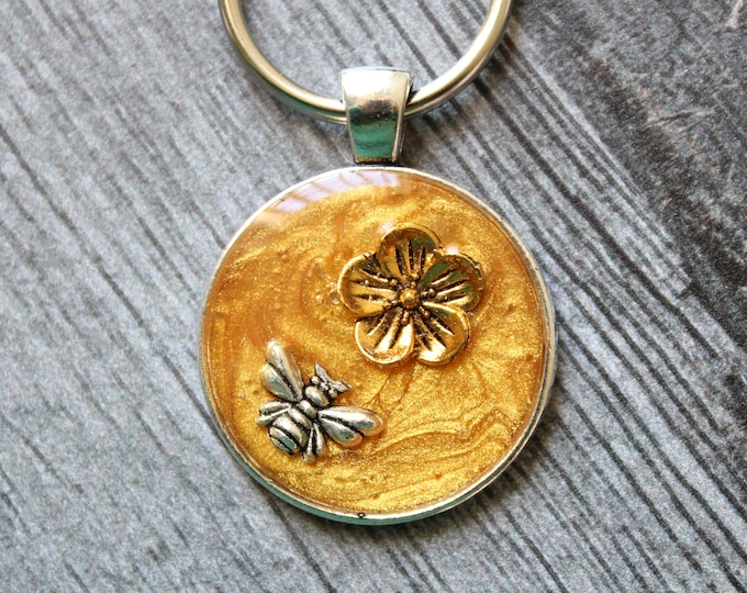 bee keychain, flower keyring, unique gift, golden, cute gift for mom