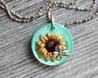 bee necklace, nature necklace, summer style, unique gift, honeybee jewelry, beekeeper gift