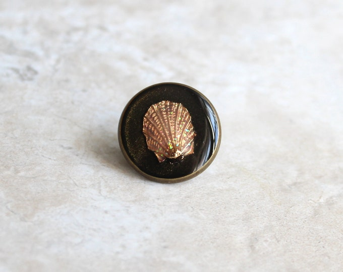 black gold scallop shell lapel pin, shell tie tack, ocean jewelry, mens jewelry, wedding party, groomsman gift, unique gift, beach theme