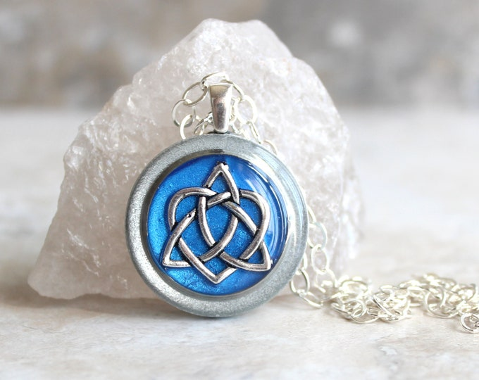 blue Celtic sister knot necklace, best friend jewelry, trinity knot pendant, Celtic knot jewelry, unique gift, gift for her