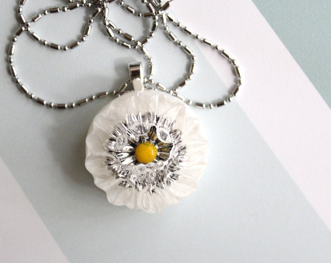daisy necklace, nature necklace, floral jewelry, boho style, unique gift