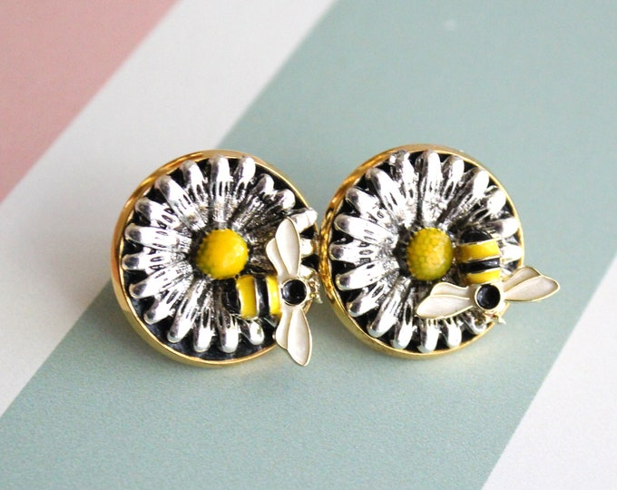 daisy pin, bee pin, lapel pin, tie tack, unique gift, mens jewelry