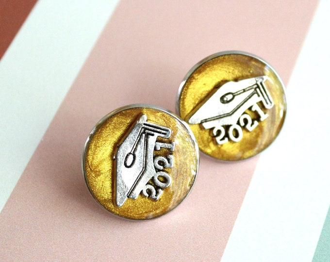 2021 graduation pin, gold, unique gift, lapel pin, tie tack, academic cap, graduate cap, mortarboard, trencher