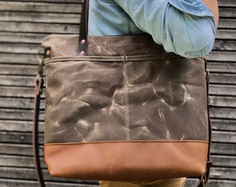 Tote bag in field tan waxed canvas  / every day bag with leather handles and shoulder strap