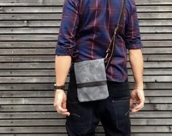 Day bag in waxed canvas / small messenger bag/ satchel / field bag with vegetable  leather shoulderstrap