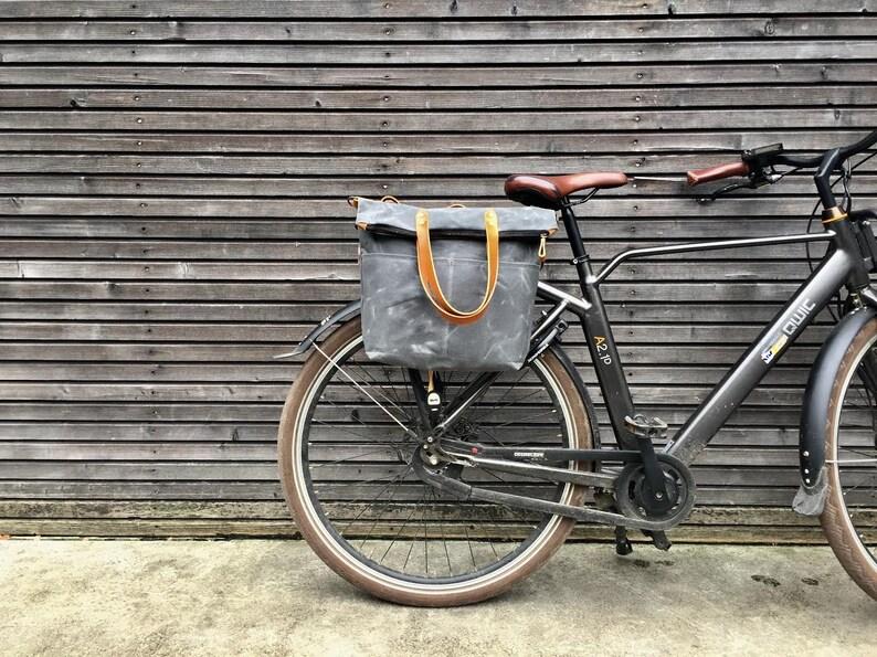Bike pannier / diaper bag convertible into bicycle bag in image 0