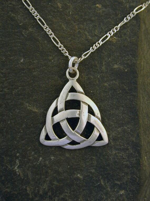 """925 Nudo Celta Triángulo Colgante /& 18/"""" cadena//Collar Celta Celta Joyería//Reino Unido"""