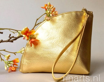 Gold metallic leather wristlet with gold tone luxury zipper.  Evening clutch in gold metallic French Chevre.