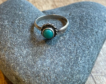 Little pinky or midi ring in green turquoise & sterling silver.