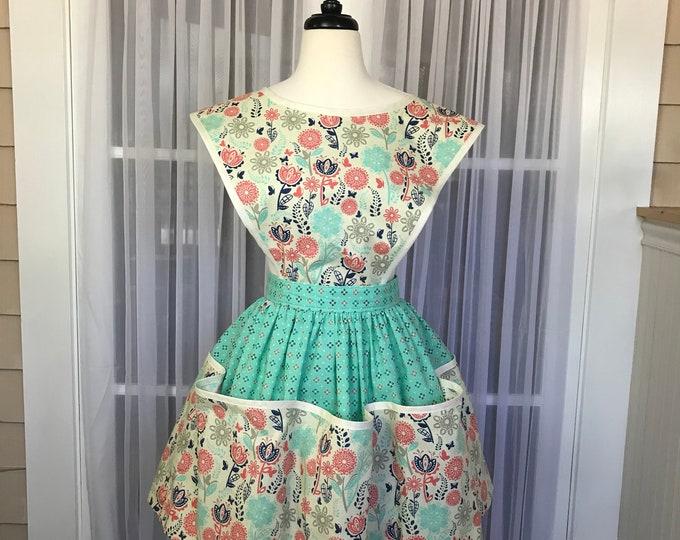 Apron Vintage 1940's style Retro apron Vintage style Reproduction 1940's apron Apron with Detachable Bib Gift apron SewMammaSew 1940's Apron