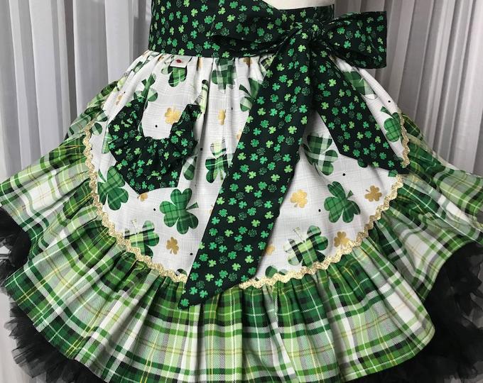 Saint Patrick's day apron /Half apron /SewMammaSew Apron /Saint Patrick's Half apron /Vintage style half apron /Gift Apron /Hostess Apron /