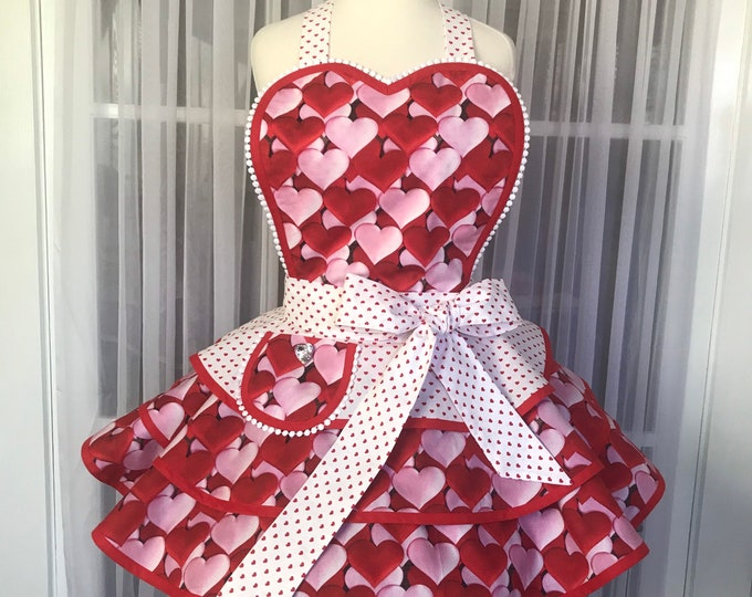 FREE MATCHING MASK/Valentine's Apron/Retro Apron/Pinup valentine's apron/SewMammaSew valentine's apron/Hearts/Valentine's Day/