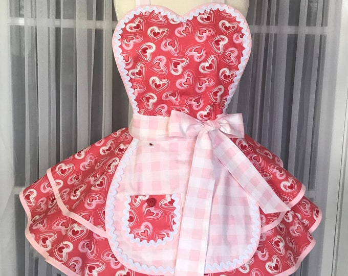 FREE MATCHING MASK/Hearts print/valentine's day/Retro Apron/SewMammaSew Apron/Hostess Apron/Vintage style apron/Gift Apron/