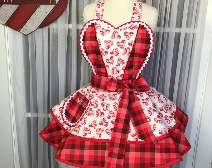 Pinup Valentine's apron /Hearts /SewMammaSew valentine's apron /Retro valentine's apron /Handmade /Valentine's Apron /Party Apron /Hostess