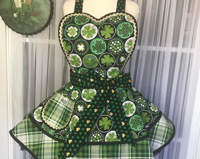 St.Patrick's day /SewMammaSew Apron /Pinup style apron/ Shamrock apron/Hostess Apron /Costume Apron /Shamrock print apron /Kitchen apron /