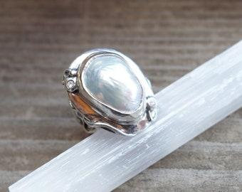 Elegant white biwa pearl and sapphire fine silver ring