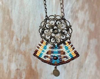 Silent beauty macrame necklace -antique brass flower mandala - tagt team