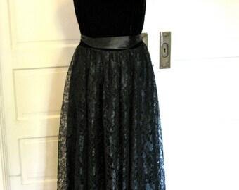 Vintage Strapless Black Lace Evening Dress