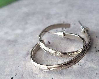 vintage floral silver hoop earrings, round medium 1 inch hoops, wide hoops, dark academia jewelry, botanical leaf jewelry, gift under 30
