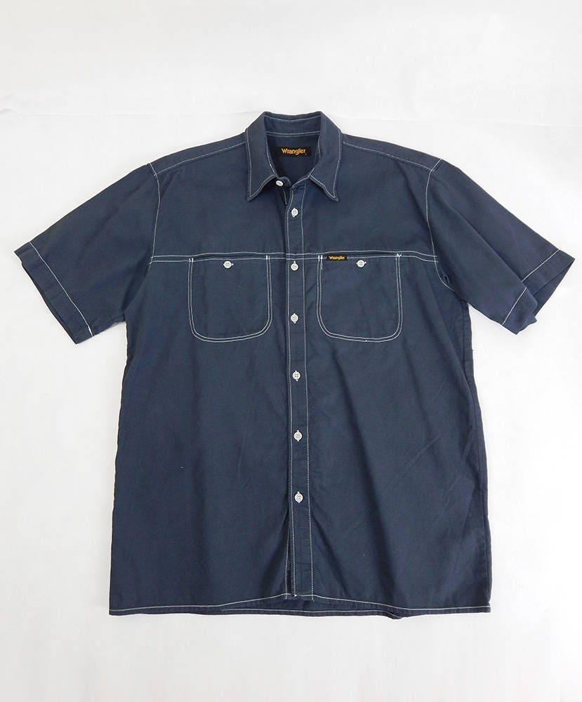1970s Men's Shirt Styles – Vintage 70s Shirts for Guys Vintage Wrangler Shirt  Mens Dark Grey Size Large, Fashion, Vintage Menswear, Shirts, Retro Shirt $43.78 AT vintagedancer.com