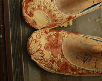 Something Old: Victorian Fabric, Round Toe Strapless  Dancing Shoes Slippers