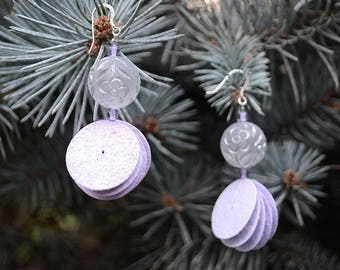 Drop dangle earrings in lilac lavender recycled paper and beads in transparent plexiglas, flowers engraved