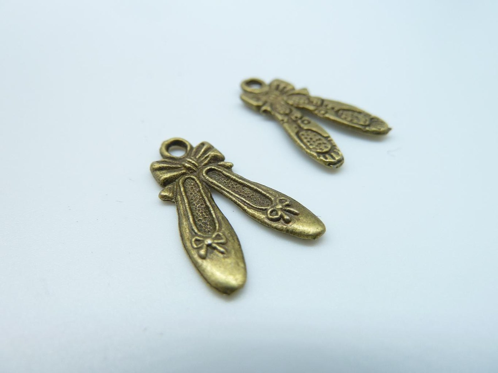 20pcs 12x20mm antique bronze mini embroidered shoes ballet slipper charms pendant c490