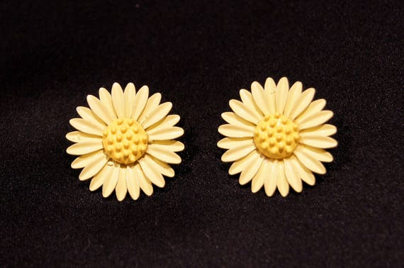 60's Yellow Daisy Flower Enameled Clip Earrings