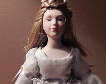 Vintage Avon Fairy Tale Collection Cinderella Doll