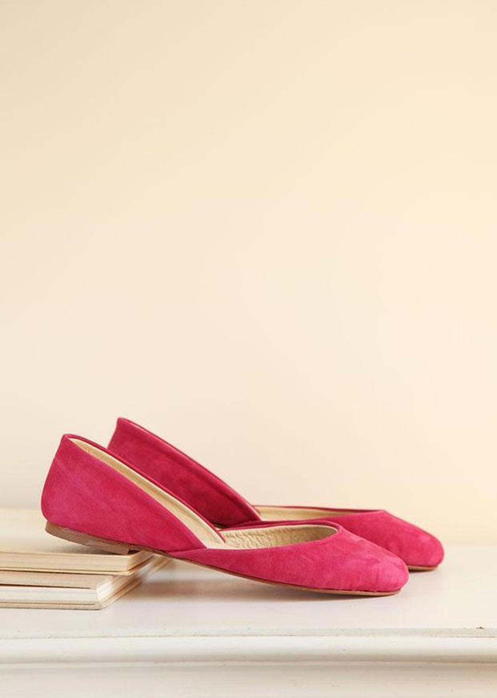 raspberry pink nubuck ballet flats | minimal shoes | pointe style shoes | classic model | standard width | raspberry suede | rea