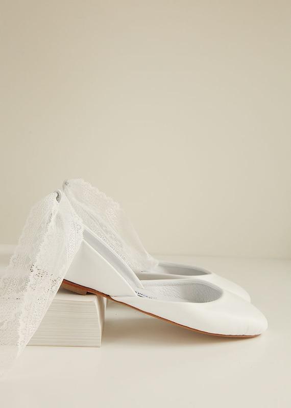 Weisse Hochzeitballerinas Mit Schnurbandern Brautschuhe Etsy