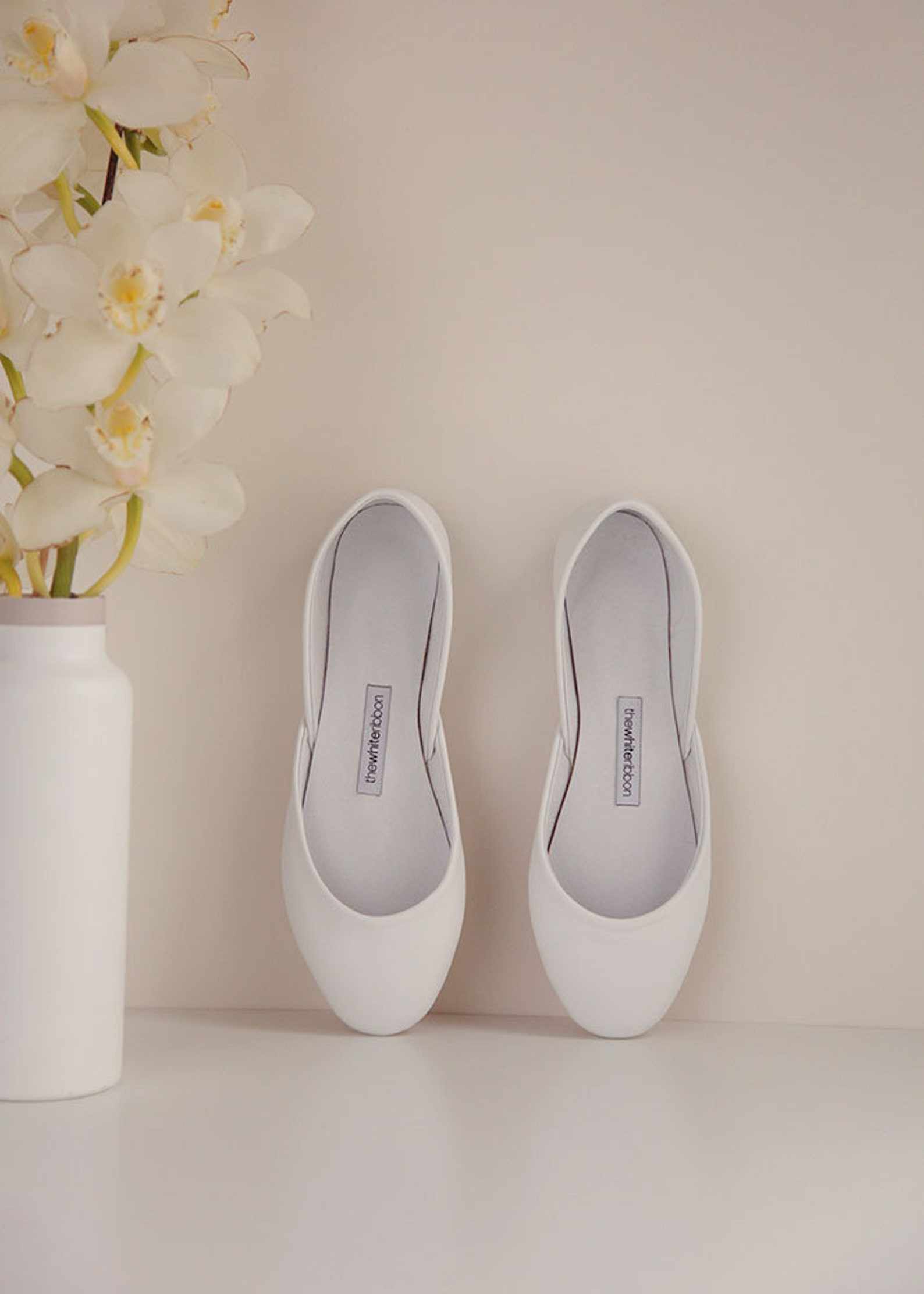 the white bridal ballet flats | bridesmaids flats | wedding ballet pumps | classic model | standard width | classic white | read